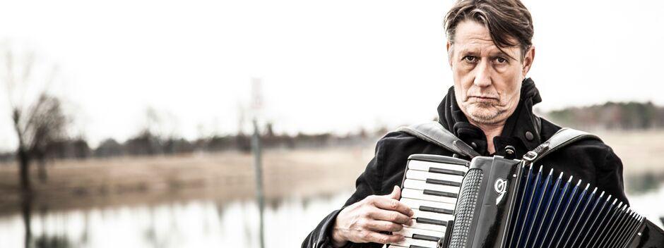 Andreas Rebers mit Akkordeon
